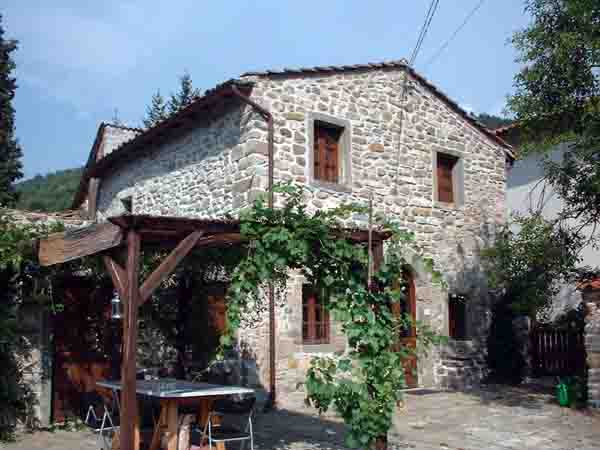 La Fragolina, a self catering villa to rent in Lunigiana, Tuscany